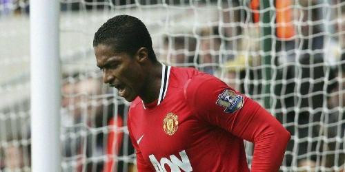 Antonio Valencia abre el triunfo del Manchester United