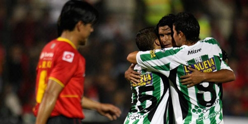 Banfield busca su clasificación frente al Deportivo Cuenca