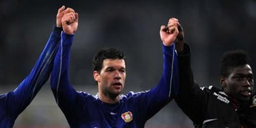 Bayer Leverkusen recupera el segundo puesto y a Ballack