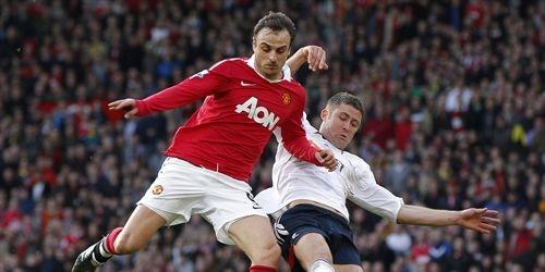 Berbatov hace más líder al Manchester United