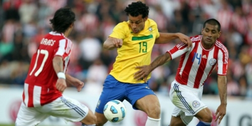 Brasil y Paraguay empataron 2-2 en el Grupo B