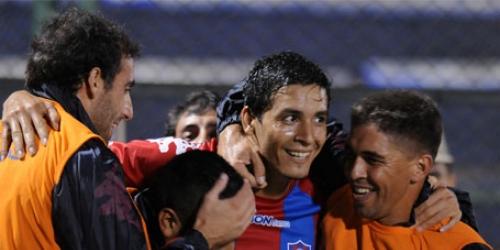 Cerro Porteño gana comodamente y sigue como puntero