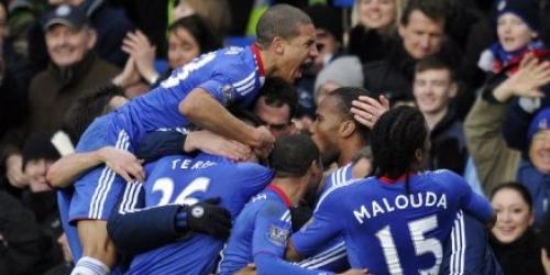 Chelsea empata y los de Manchester siguen punteros
