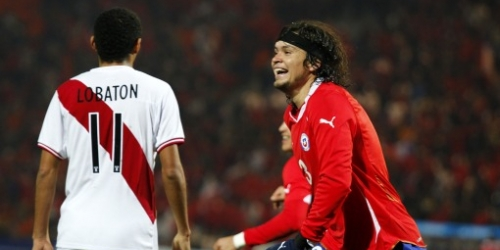 Chile derrotó a Perú y clasificó como primero del Grupo C