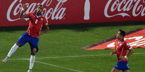Chile vence a Ecuador por 2-0 en el debut