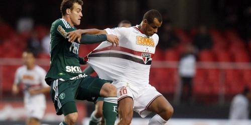 Corinthians pierde pero conserva el liderato