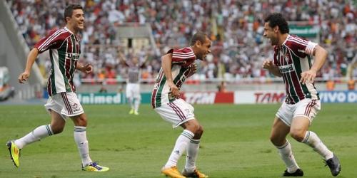 Corinthians pierde pero sigue liderando