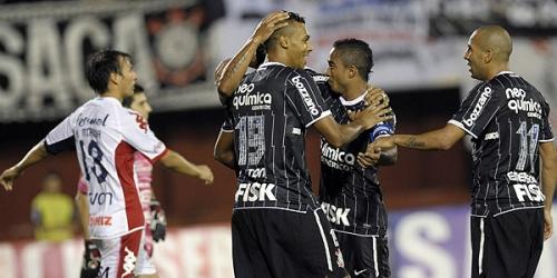 Corinthians venció a Nacional y avanzó a octavos de final
