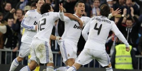 Cristiano y Kaká salvan con sus goles al Real Madrid