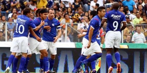 Cruz Azul venció a Pumas y lidera el Apertura