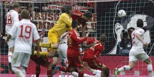 Dortmund y Bayern no fallan y la Bundesliga sigue abierta
