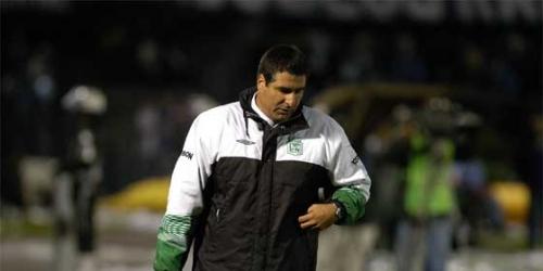 El At.Nacional destituye a su técnico en víspera de crucial choque con Vélez