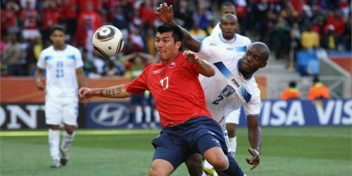 El chileno Medel dice que no lloró de emoción en Mundial