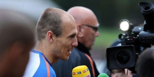 El holandés Robben se entrena solo por molestias