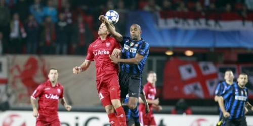 El Inter no pasa del empate con el Twente en su debut