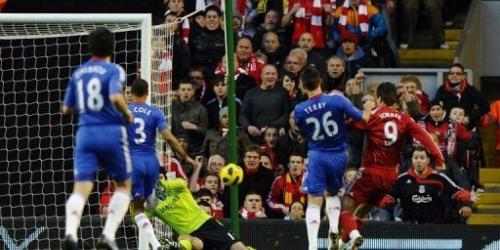 El Liverpool derrota al Chelsea con un doblete de Torres
