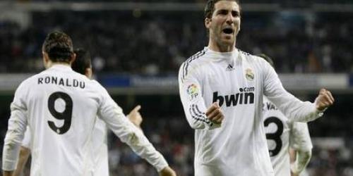 El Real Madrid derrota al Valencia y está a un punto de la cima