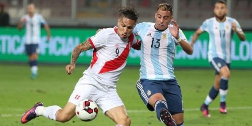 (FOTO) Acusan a la FIFA y AFA de amañar el partido frente a Perú