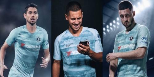 (FOTO) El Chelsea presenta su tercera camiseta