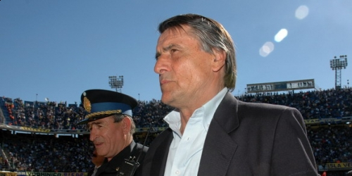 Hugo Tocalli renunció a su cargo como DT de Colo Colo