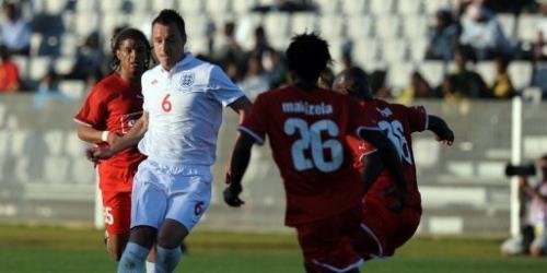 Inglaterra golea en última prueba ante equipo local
