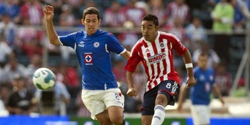 Jaguares, Cruz Azul y Chivas siguen en la cima del Apertura