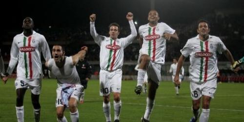 Juventus gana a Catania y sigue el ritmo de Milan y Lazio