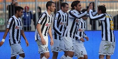 Juventus y Milan siguen liderando la Serie A