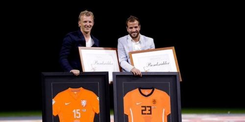 """Kuyt y Van der Vaart homenajeados por su participación con la """"Naranja Mecánica"""""""