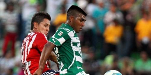 Las Chivas empatan pero siguen de punteros