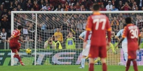 Lazio pierde el derbi ante Roma y el Milan se sitúa segundo