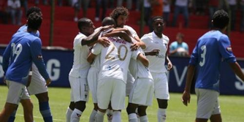Liga de Quito ganó 2-0 a Emelec en la final de ida