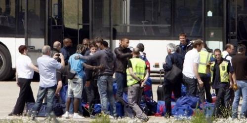 Los 'Bleus' llegan a Francia bajo fuertes medidas de seguridad