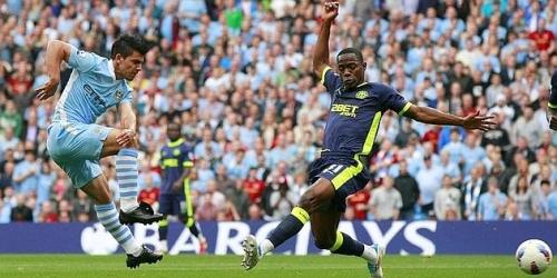 Los equipos de Manchester lideran invictos la Premier