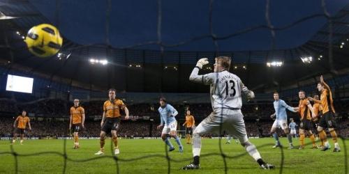 Manchester United empata y comparte la punta con el City
