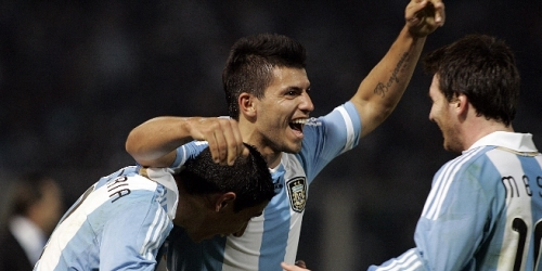 Messi y Agüero meten a Argentina en cuartos de final