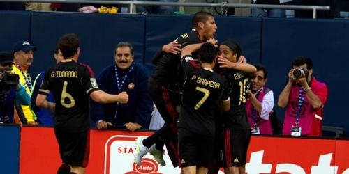 México golea 4-1 a Costa Rica y aseguró el primer lugar