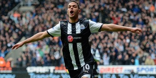 Newcastle venció a Bolton y Chelsea empató con Fulham