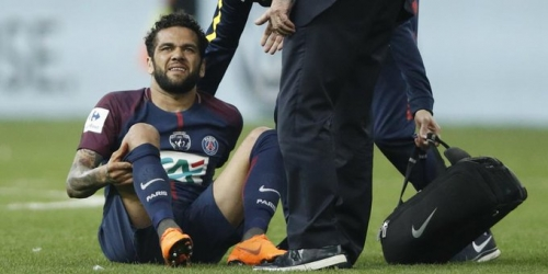 (OFICIAL) Dani Alves se queda fuera del Mundial