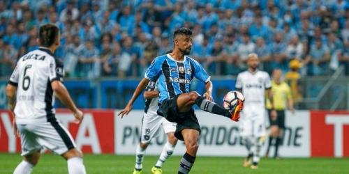 (OFICIAL) Léo Moura, renueva con Gremio de Porto Alegre