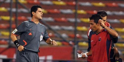 Oscar Julián Ruiz es el segundo mejor árbitro de la década