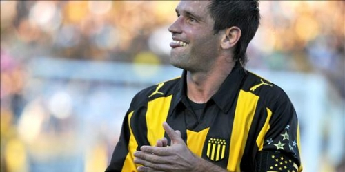 Peñarol venció 1-0 a Nacional en primera final de la liga