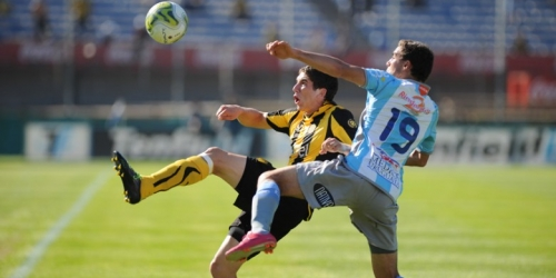 Peñarol y Cerro empataron en la cima del Apertura