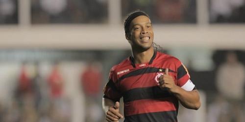 Ronaldinho venció el duelo a Neymar en el Brasileirao