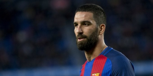 (RUMOR) FC Barcelona busca transferir a Turan