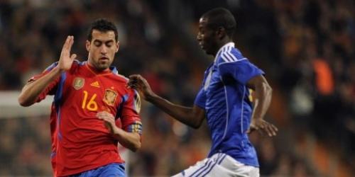 Silva sobre el final permite a España ganar a Colombia