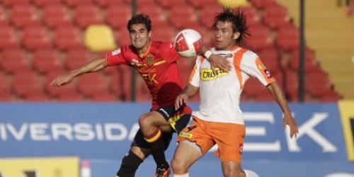 Unión Española goleó y lidera el Apertura