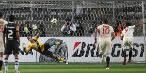 Universitario derrotó a Vasco da Gama en el partido de ida