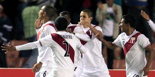 Uruguay clasifica a la fase final pese a perder con Perú