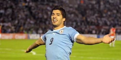 Uruguay goleó a Chile y lidera las Eliminatorias